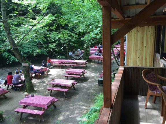 Gazinin Yeri piknik masaları